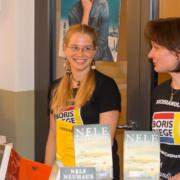 Kulturschänke Büchertisch - die neuen T-Shirts kommen gut an